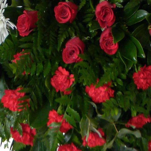 Corona Natural Premium - Flores, coronas para condolencias, velatorios, arreglos fúnebres, Florería La Fleur, Montevideo, Uruguay.