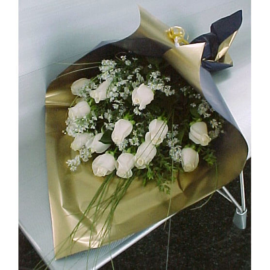 Ramo Bouquet de 12 Rosas Importadas - Envío de flores y plantas, Florería La Fleur, Montevideo, Uruguay.