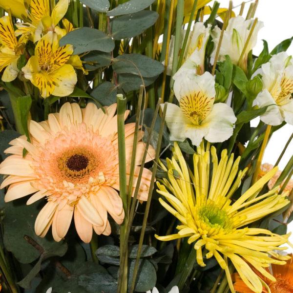Arreglo Floral Variado Mediano - Envío de flores y plantas, Florería La Fleur, Montevideo, Uruguay.