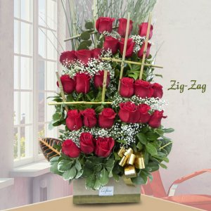 Arreglo ZIG ZAG de 24 Rosas - Envío de flores y plantas, Florería La Fleur, Montevideo, Uruguay.