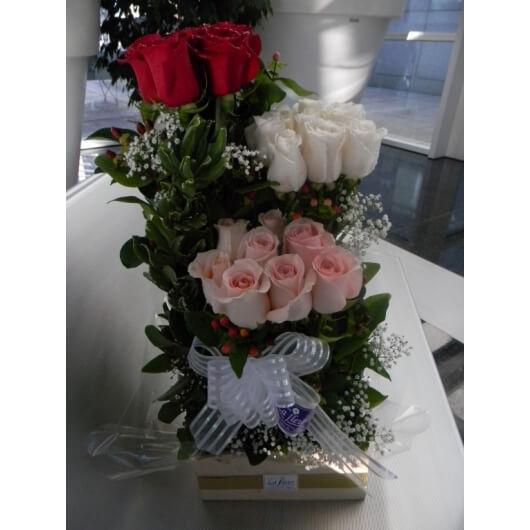 Arreglo de 24 Rosas en 3 Niveles - Envío de flores y plantas, Florería La Fleur, Montevideo, Uruguay.