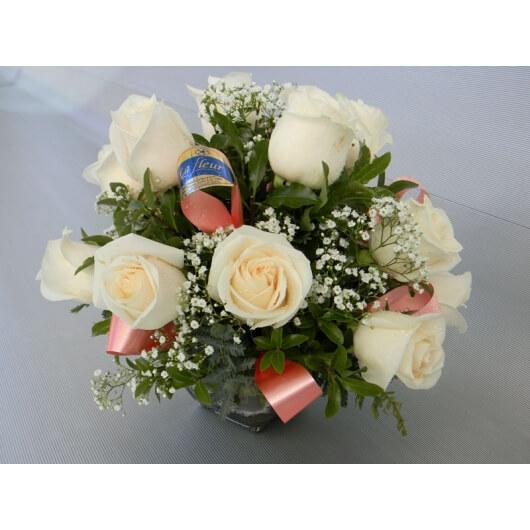 Centro de mesa con 12 rosas florera la fleur envos en montevideo arreglo floral centro de mesa con 12 rosas envo de flores y plantas florera altavistaventures Image collections