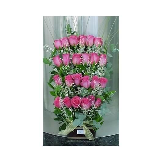 Arreglo Escalonado de 24 Rosas Importadas