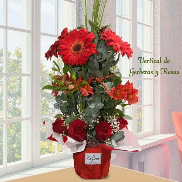 Arreglo Floral Vertical de Rosas y Gerberas - Envío de flores y plantas, Florería La Fleur, Montevideo, Uruguay.