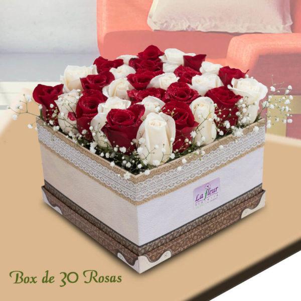 Arreglo Floral Box de 30 Rosas Naturales - Envío de flores y plantas Florería La Fleur, Montevideo, Uruguay.